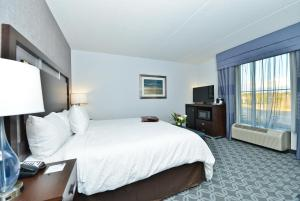A bed or beds in a room at Hampton Inn & Suites Columbia/Southeast-Fort Jackson