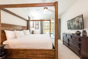 A bed or beds in a room at Fantastic Home with Media Room & Games near Disney - 7718F