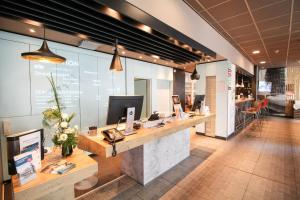 The lobby or reception area at ibis Duesseldorf City
