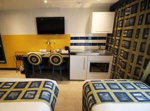 A television and/or entertainment center at Best Western Plus London Croydon Aparthotel