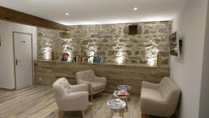 A seating area at Le Moulin d'Oscar & Spa - Mulhouse Nord