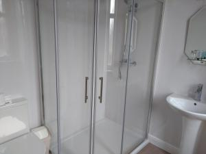 A bathroom at Dalgair House Hotel