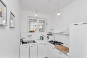 A kitchen or kitchenette at Casa Galleria Rica