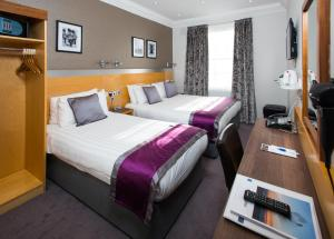 A bed or beds in a room at Best Western Victoria Palace