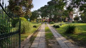 Un jardín fuera de Villa Art Hotel Boutique