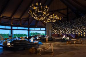 A restaurant or other place to eat at Renaissance Bali Uluwatu Resort & Spa