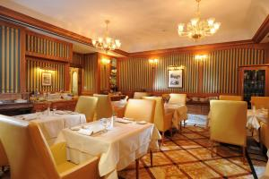 A restaurant or other place to eat at Hotel Manzoni