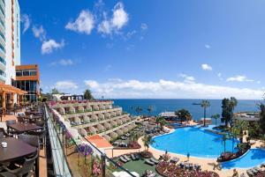 Uma vista da piscina em Pestana Carlton Madeira Ocean Resort Hotel ou nas proximidades