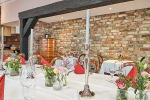 Ein Restaurant oder anderes Speiselokal in der Unterkunft TOP CityLine Klassik Altstadt Hotel Lübeck