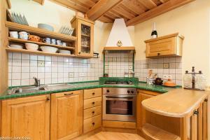 Kuhinja oz. manjša kuhinja v nastanitvi Chalet Klara