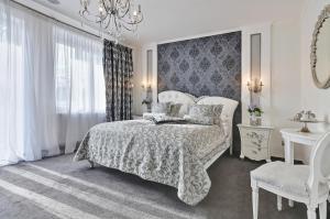 Кровать или кровати в номере Wellness & SPA boutique Hotel pod lipkami Prague