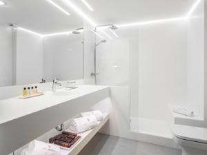 A bathroom at Carlemany Girona