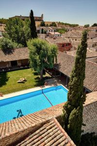 A view of the pool at Parador de Chinchón or nearby