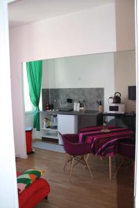 A kitchen or kitchenette at Casa Ammirati Apartments