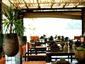 A restaurant or other place to eat at Rayavadee