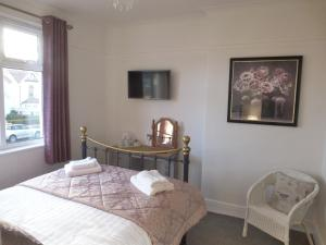 A bed or beds in a room at The Kenmore Guest House