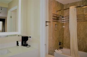 A bathroom at Executive Inn