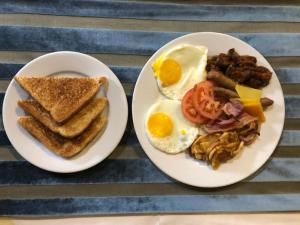 Breakfast options available to guests at Aquarian Tide Hotel 蓝汐酒店