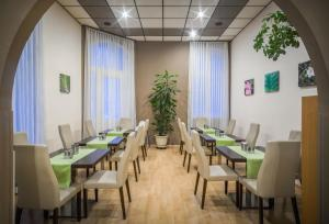 A restaurant or other place to eat at Hotel-Pension Wild