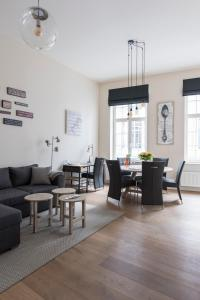 A seating area at Cozy & Bright Apartment