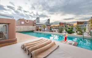 Der Swimmingpool an oder in der Nähe von Hotel & Ryad Art Place Marrakech
