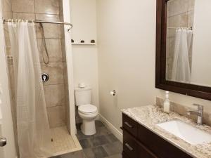 A bathroom at Riverview B&B