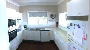 A kitchen or kitchenette at Endless Summer, 12 Stewart Street