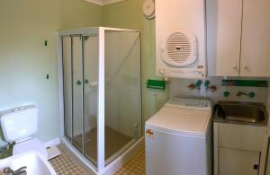 A bathroom at Yurung, 26 Dulconghi Street