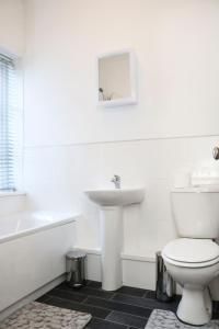 A bathroom at Parks Nest 2