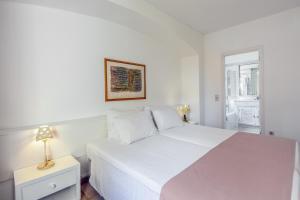 A bed or beds in a room at Vilar Do Golf Resort