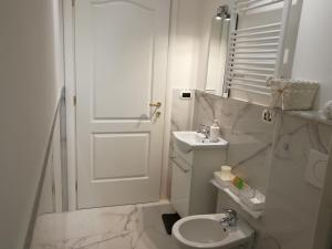 A bathroom at B&B Casa Nizza