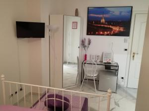 A television and/or entertainment center at B&B Casa Nizza