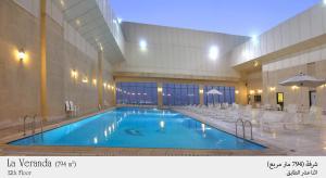 A piscina localizada em Habitat All Suites, Al Khobar ou nos arredores