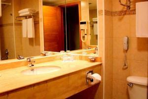 Un baño de Hotel Diego de Almagro Punta Arenas