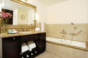 Un baño de El Casco Art Hotel