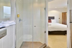 A bathroom at TheHeart Apartments by BridgeStreet