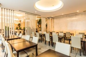 A restaurant or other place to eat at HOTEL MYSTAYS PREMIER Omori