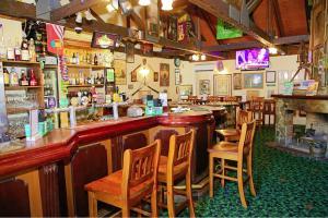 Лаундж или бар в Darcy Arms Hotel Motel