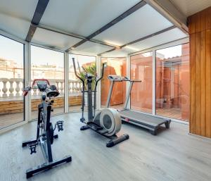 The fitness centre and/or fitness facilities at Hotel Astoria