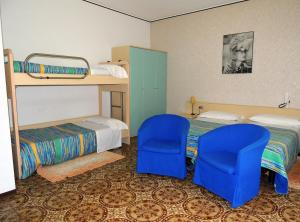 A bunk bed or bunk beds in a room at Hotel Del Pesce