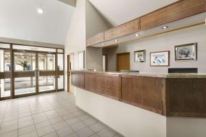 The lobby or reception area at Travelodge by Wyndham Brockville