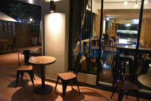 The lounge or bar area at Golden Foyer Suvarnabhumi Airport Hotel
