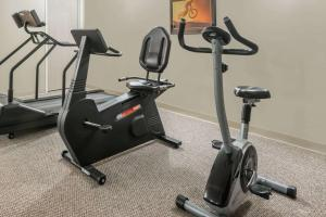 The fitness center and/or fitness facilities at London Travel Inn