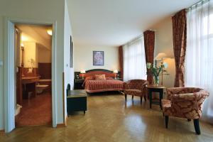Гостиная зона в Elysee Hotel