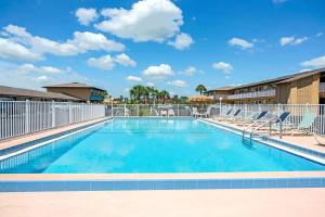 The swimming pool at or close to Knights Inn Kissimmee