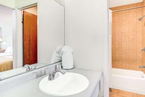 A bathroom at Knights Inn Kissimmee