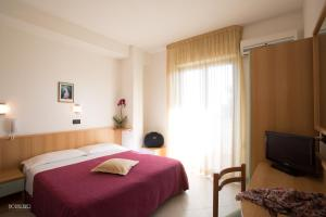 A bed or beds in a room at Hotel Narcisi