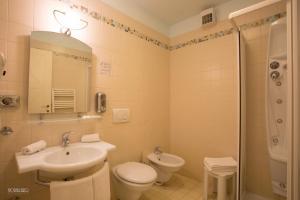 A bathroom at Hotel Narcisi