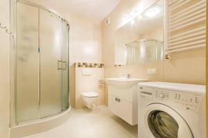 Łazienka w obiekcie Apartamenty Bursztynowe Komnaty