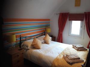 A bed or beds in a room at Glenavon Guest House